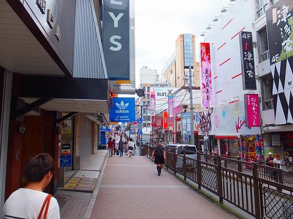 ビブレ横浜に続く道:空いています