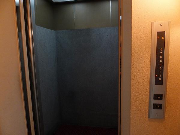 AGAスキンクリニックに行くために乗るエレベータ