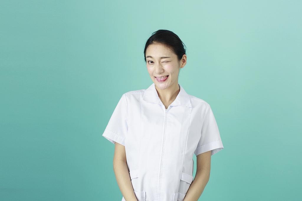 看護師・女・あっかんべー