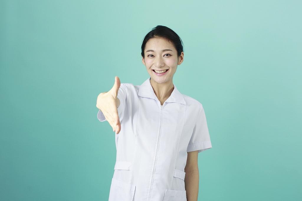 看護師・女・握手