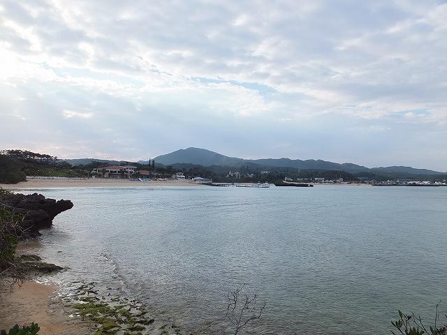 冬の沖縄のビーチ:万座ビーチ