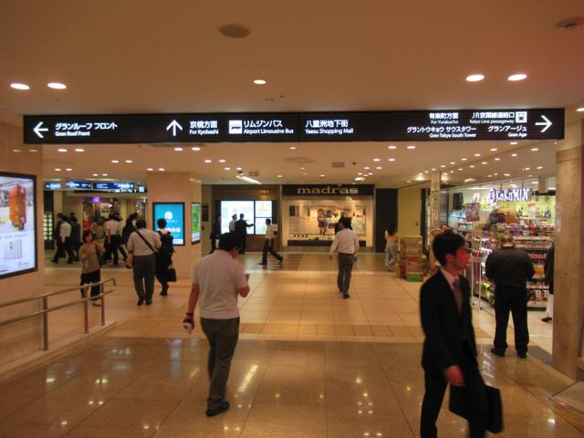 ヘアメディカルには東京駅の一番街を通って行けるよ